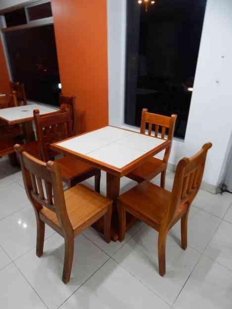 Venta de mesas y sillas de madera decoradas con cer mica - Mesa y sillas para ninos de madera ...