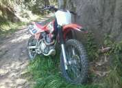Vendo copia de la crf 230 daytona scorpion 250cc,buen estado!