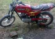 Vendo moto suzuki color rojo motor a 115 buen estado