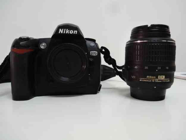 Excelente Nikon d70 lente 1855VR y flash Yongnuo 560II