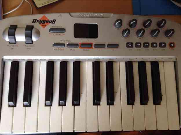 Excelente Controlador Teclado MIDI M AUDIO Modelo Oxygen 8
