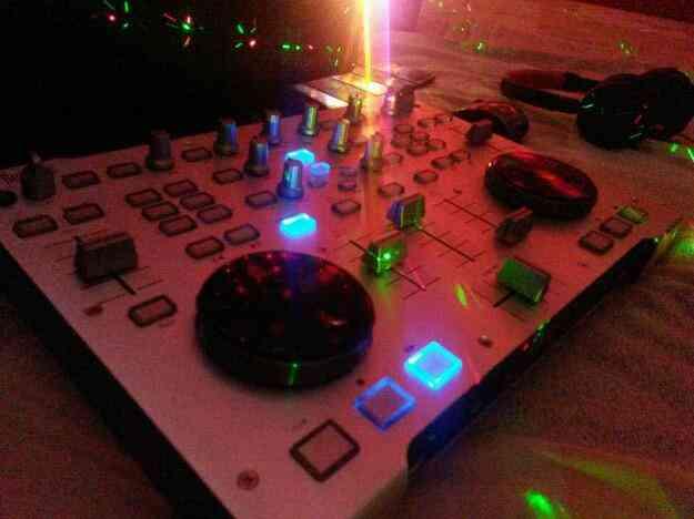 Vendo o cambio controlar de sonido Hércules Dj Rmx,Consultar!