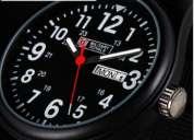 Vendo reloj military royale negro funciona el calendario