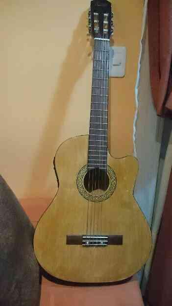 Vendo Guitarra electrocustica primer