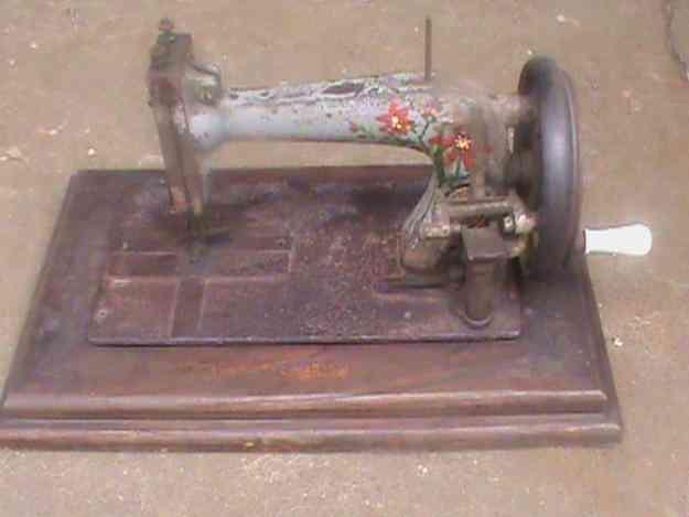 Vendo maquinas de coser antigua marca clemens muller año 1890