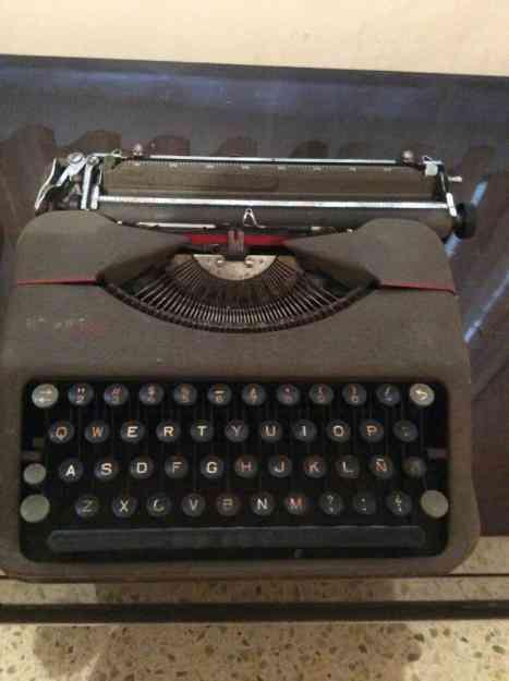 Vendo Antigua máquina de escribir marca Hermes Baby