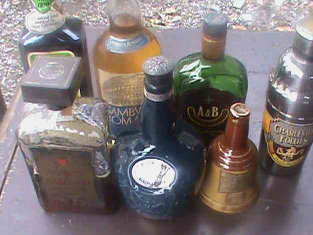 Excelente botellas de diferentes licores para collecionar