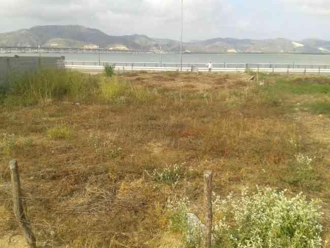 Lindo terreno frente al mar en Bahía de Caráquez