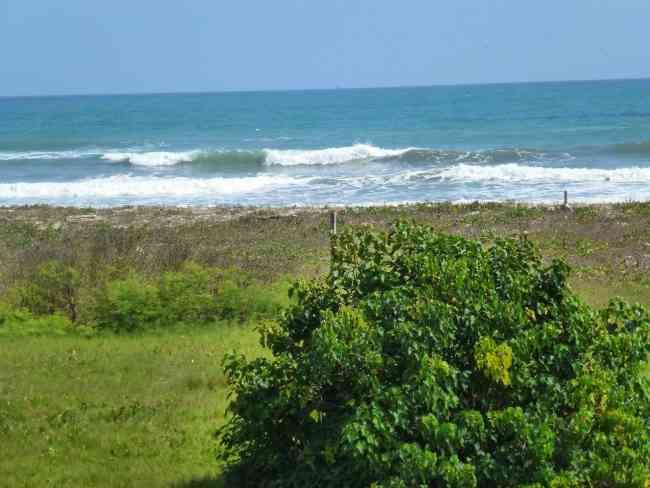 Vendo 12.000 m2 junto a la playa en Canoa, Bahía