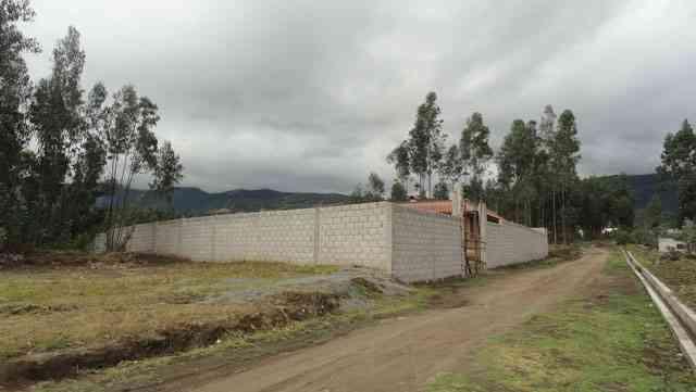 Vendo terreno con casa en obra negra en Otavalo