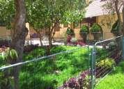 Hermosa casa con acabados de lujo en madera de teka, de 5 dormitorios y amplios espacios verdes