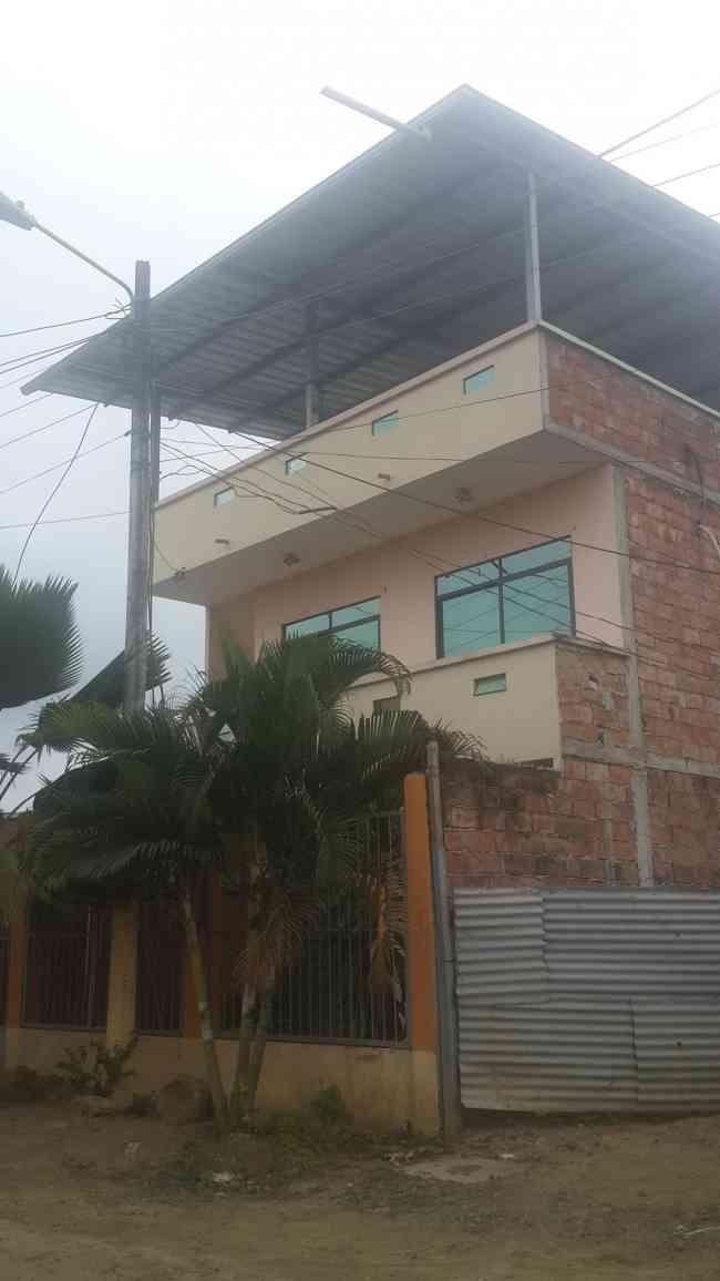 VENDO CASA EN CHONE, MANABI, ECUADOR