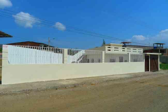 VENDO CASA EN BAHIA DE CARÁQUEZ,  L. PLAZA, MANABI