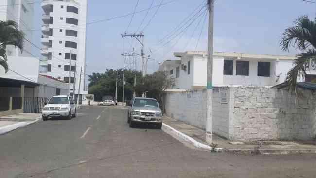 VENDO TERRENO EN BAHIA DE CARÁQUEZ, CERCA A LA PLAYA