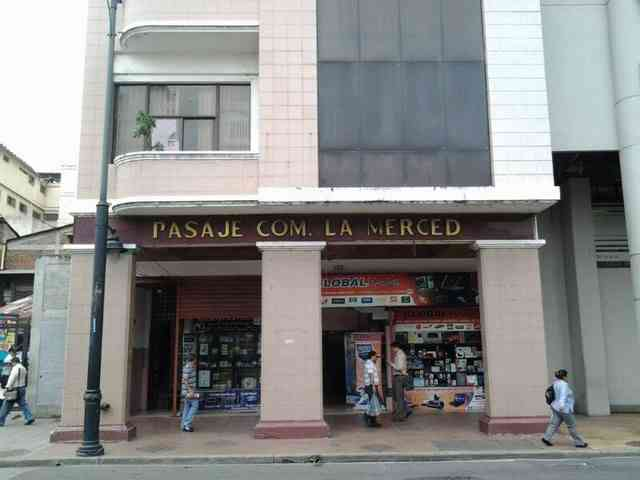CENTRO ALQUILO LOCALES Y OFICINAS.