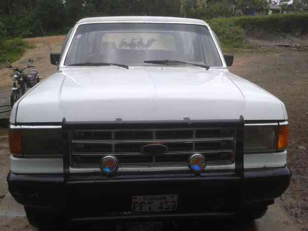 VENDO FORD BRONCO 6 EN LINEA A INYECCION 4X4