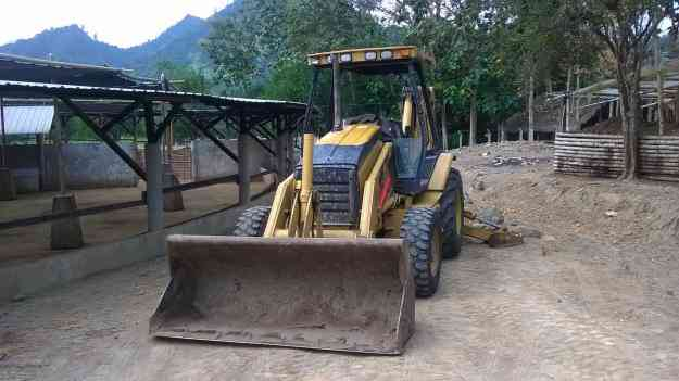 GALLINETA CATERPILLAR 416D,BUEN ESTADO!