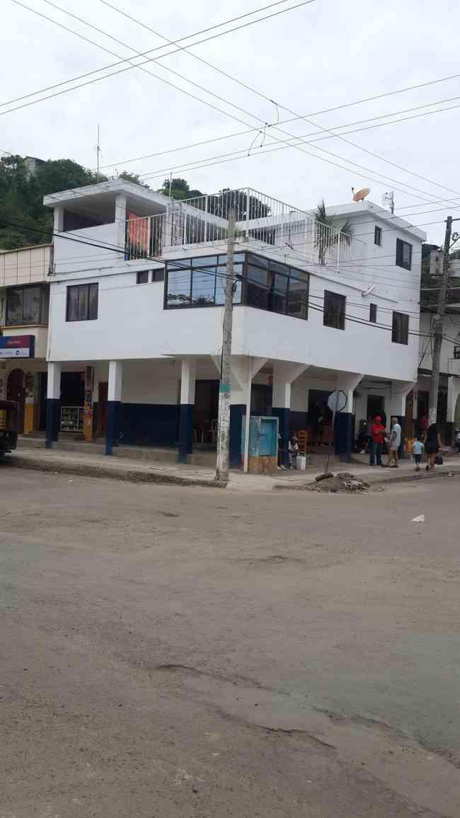VENDO CASA COMERCIAL EN BAHIA DE CARÁQUEZ
