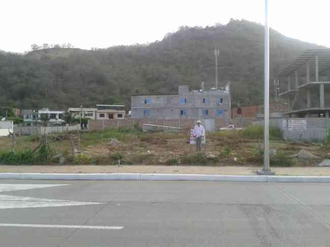 Vendo terreno frente al mar en Bahía de Caráquez