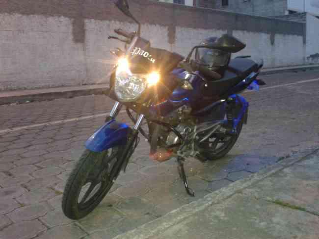 SE VENDE MOTO .. PULSAR 135 LS