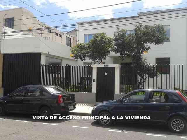 EN VENTA CASA AMPLIA SECTOR PARQUE BICENTENARIO-QUITO