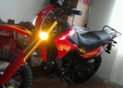 Excelente moto tundra color rojo