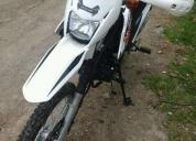 Se vende esta moto daytona 250 papeles al dia
