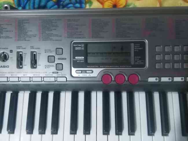 Vendo piano marca CASIO LK230