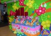 Se hacen arreglos y decoraciones con globos y foami