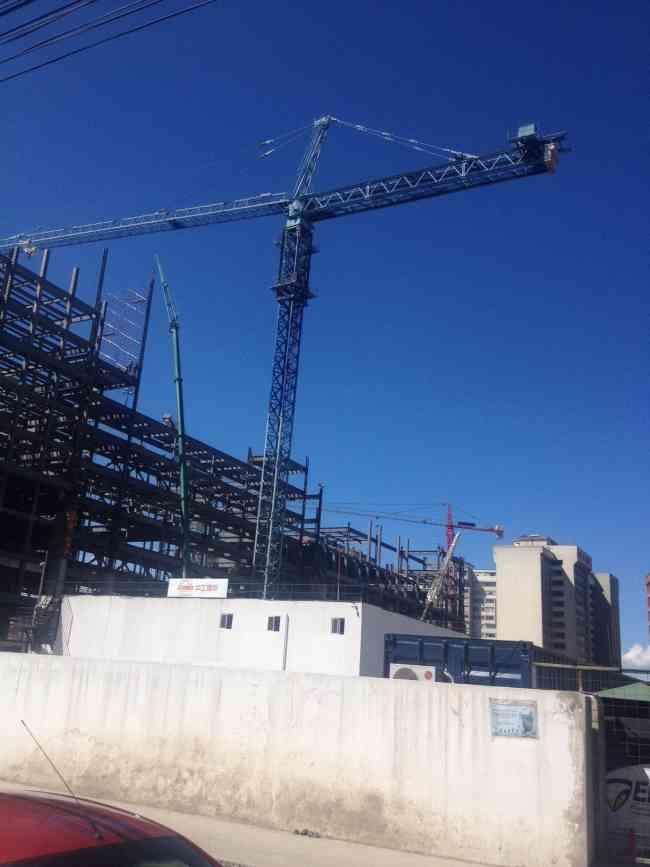 Vendo torres grúas y montacargas para construcción