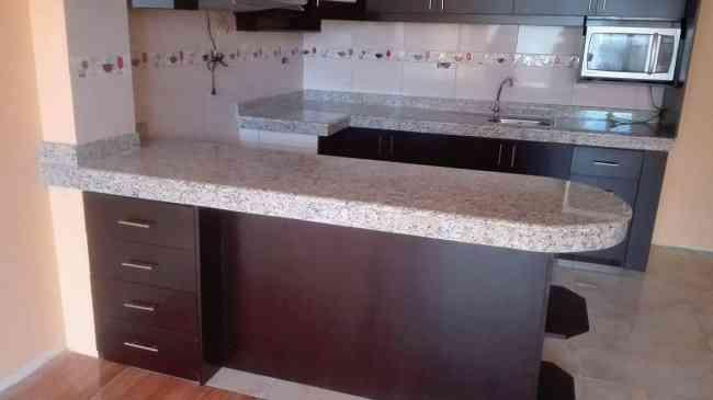 Granito o marmol para cocina en la actualidad existe una for Modelos de mesones de cocina
