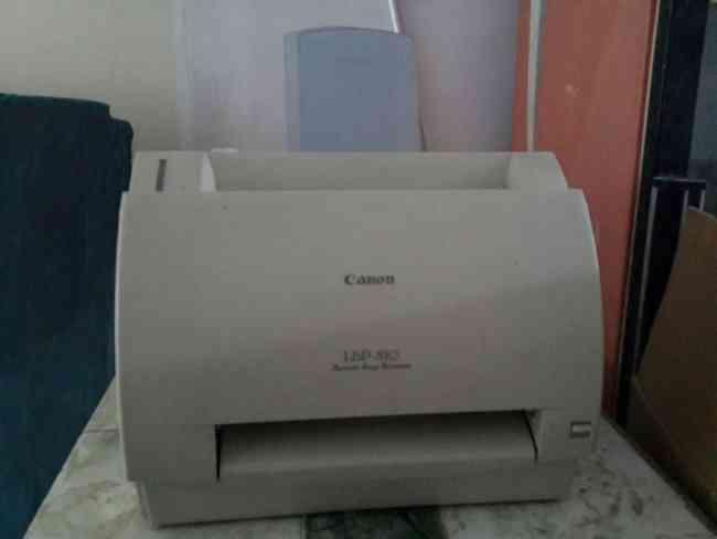 Impresora Canon LBP-810, usada.