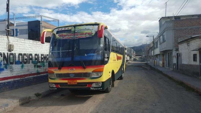 Vendo bus Hino FG 2011.