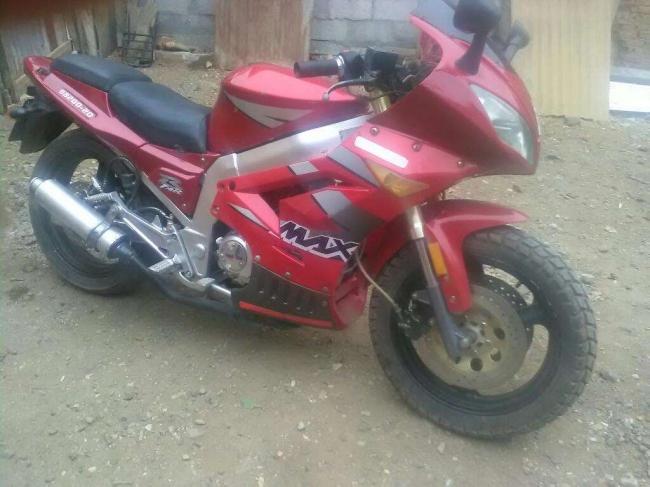 Excelente Moto Marca Dongen