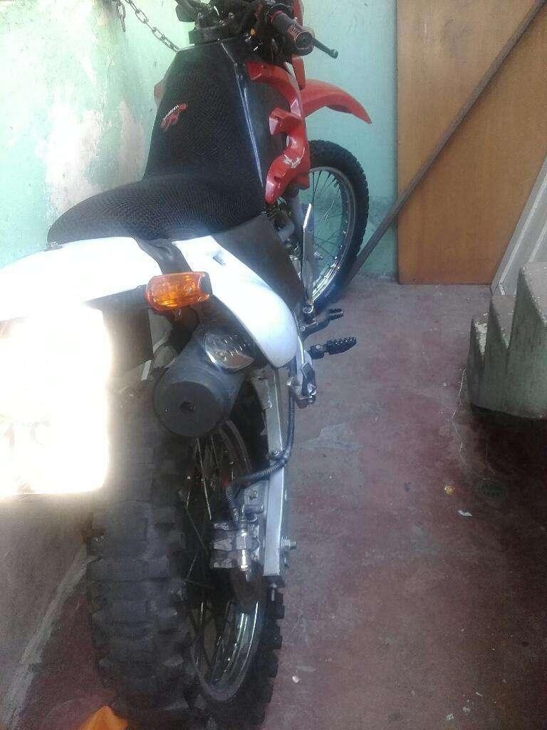 Vendo O Cambio con Moto Mas Baja Enduro Dytona 200cc. Contactarse.