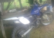 Excelente moto color azul con blanco