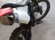 Ven o cambio con auto hermosa moto honda xr 250 cc, contactarse.