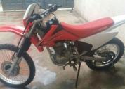 moto honda 2011 roja con blanco