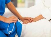 Enfermera profesional con título.