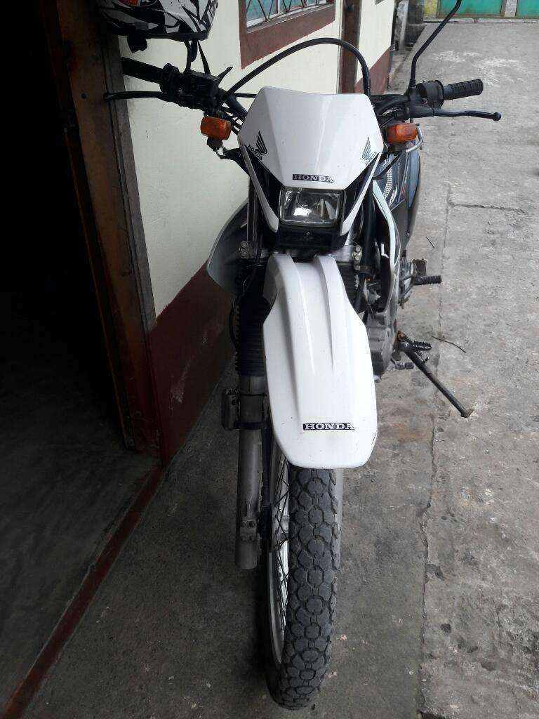 Excelente Moto Honda Tornado