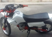 Honda xl 200 color blanco del 2003