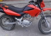Vendo una moto honda x r l 125. contactarse.