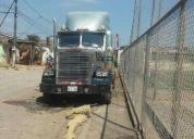 Lindo camión trailer americano listo para que siga trabajando