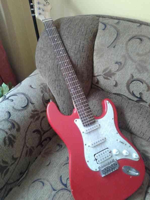 vendo cambio guitarra stratocaster