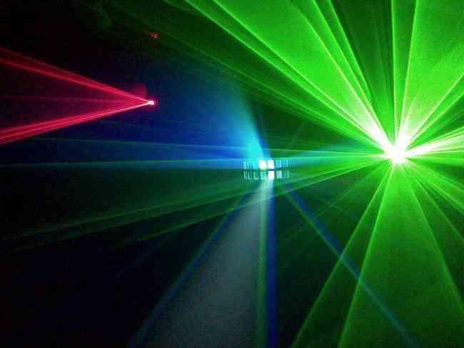 Alquiler de lasers, luces LED, maquinas de humo, todo lo que necesitas para tu fiesta