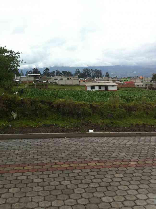 En Tabacundo muy cerca al Parque Central vendo terreno