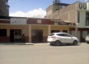 Se vende casa grande central con dos  locales dos departametos, 7 habitaciones catamayo