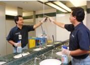 Se realiza limpieza y mantenimiento de oficinas, casas, departamentos y edificios.