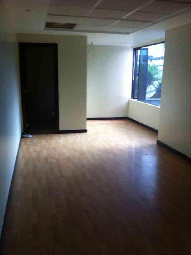 Alquilo oficina en Quito, sector La Carolina