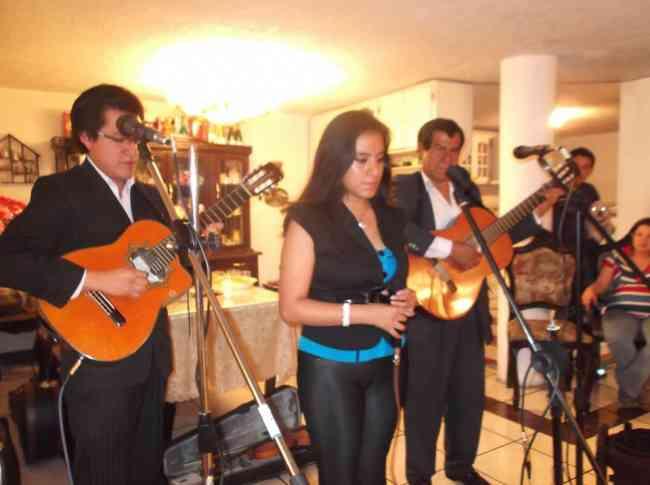 """Serenatas musicales con el """"Trio identidad"""""""